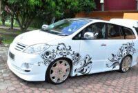 Modifikasi Mobil Kijang Innova warna putih