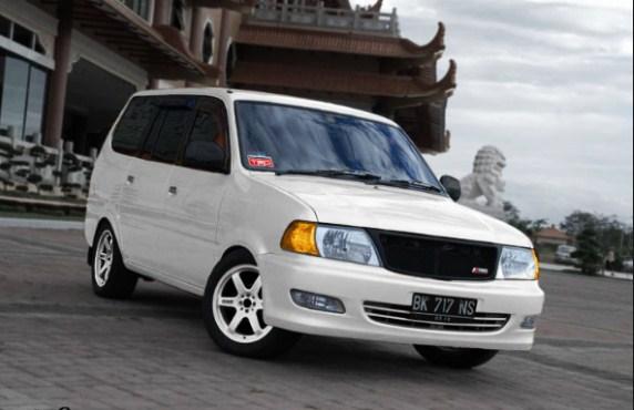 Modifikasi Mobil Kijang Kapsul warna putih