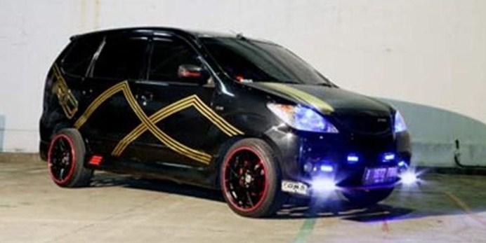 modifikasi mobil avanza hitam